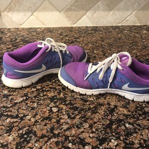 Youth girl's size 3 nike sneakers